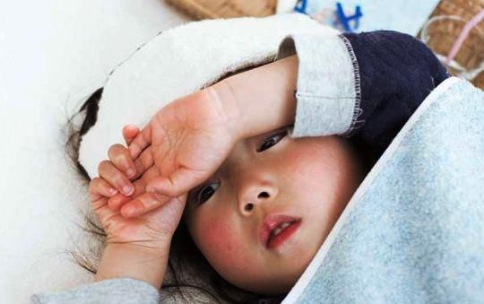 Cara Praktis Mengatasi Demam Anak dengan Plester Kompres