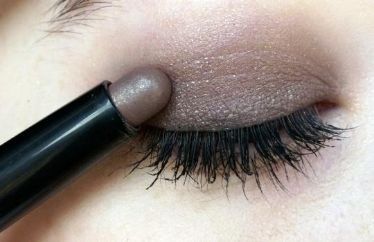 Tren Warna Eyeshadow Natural Pilihan