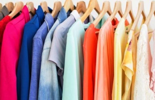 Cara untuk Menghilangkan Noda Kuning di Baju Berwarna